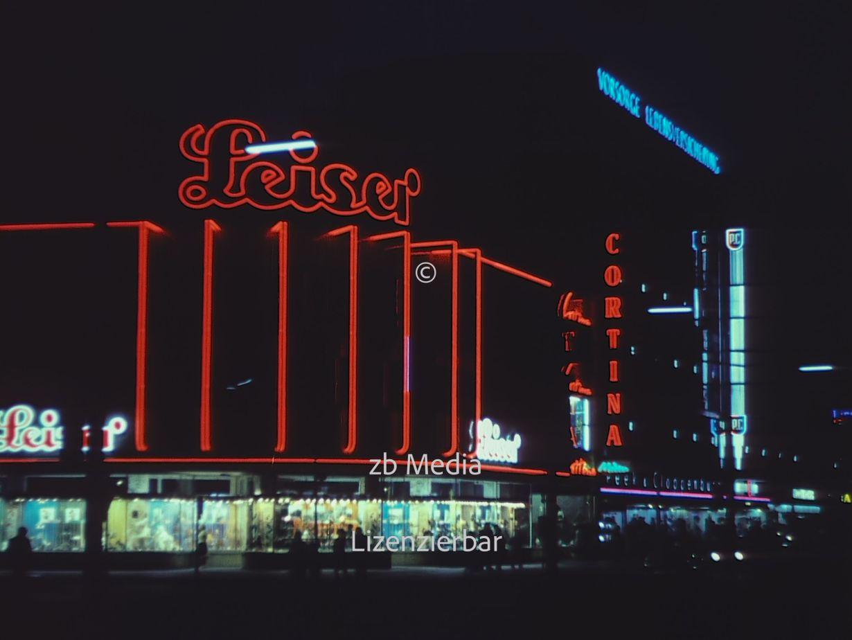 Nacht am Kurfürstendamm in Berlin 1961