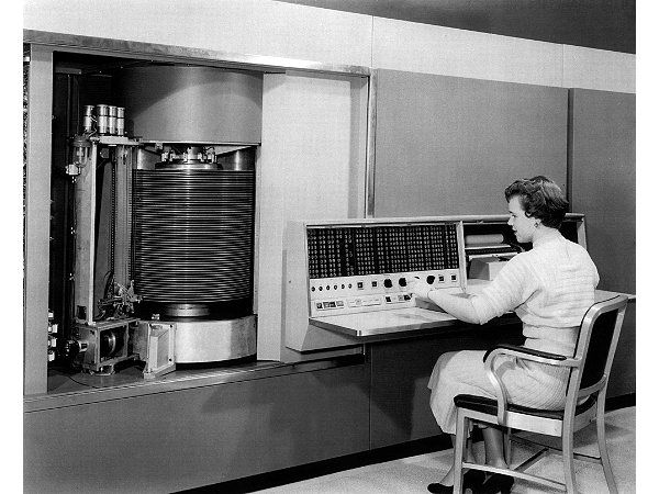 IBM 305 Storage Unit durante l'utilizzo