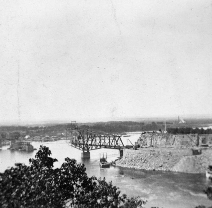 Interprovincial Bridge, under construction. 1900. Source: LAC Samuel Jarvis Collection, MIKAN No. 3358974