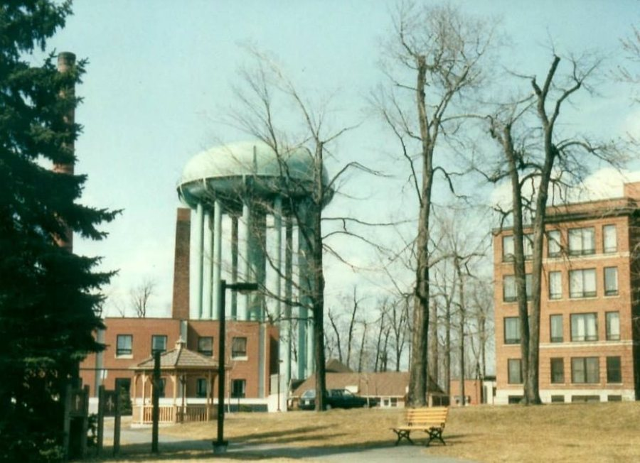 The much-hated Island Park Water Tower, in its final days (1988-89). Source: My Old Ottawa, via Lost Ottawa.