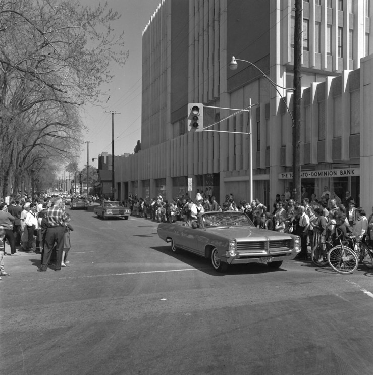 The first annual Tulip Parade began at Rideau and King Edward. Image: May 15, 1965 // Ted Grant Series 65-121; Library & Archives Canada.