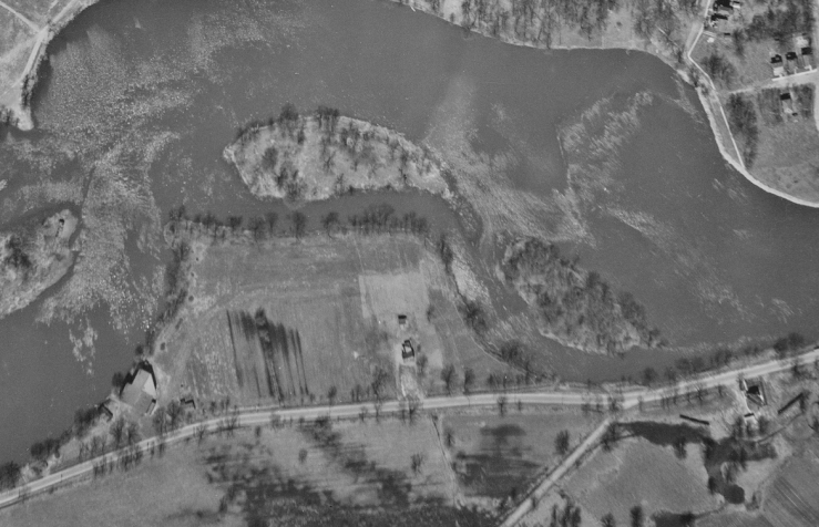 A decade following the initial subdivision, no additional buildings had been constructed. Image: NAPL / uOttawa Flight A4568, Image 34, May 5. 1933.