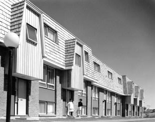 Leslie Park garden homes at Redwood Court. Image: CMHC 1969-289 Image 3. Taken May 9, 1969.