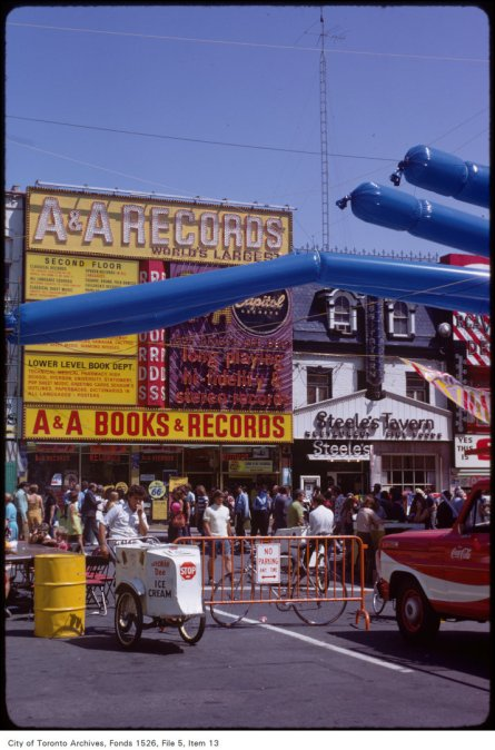 Yonge Street pedestrian mall, August 1971. Image: Harvey R. Naylor / City of Toronto Archives, Fonds 1526, File 5, Item 13.