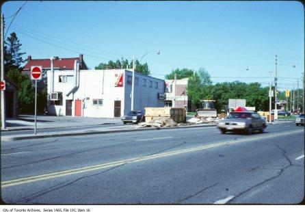 Dundas West near Coxwell, 1980s. Source: City of Toronto Archives, Fonds 200, Series 1465 File 191, Item 16.