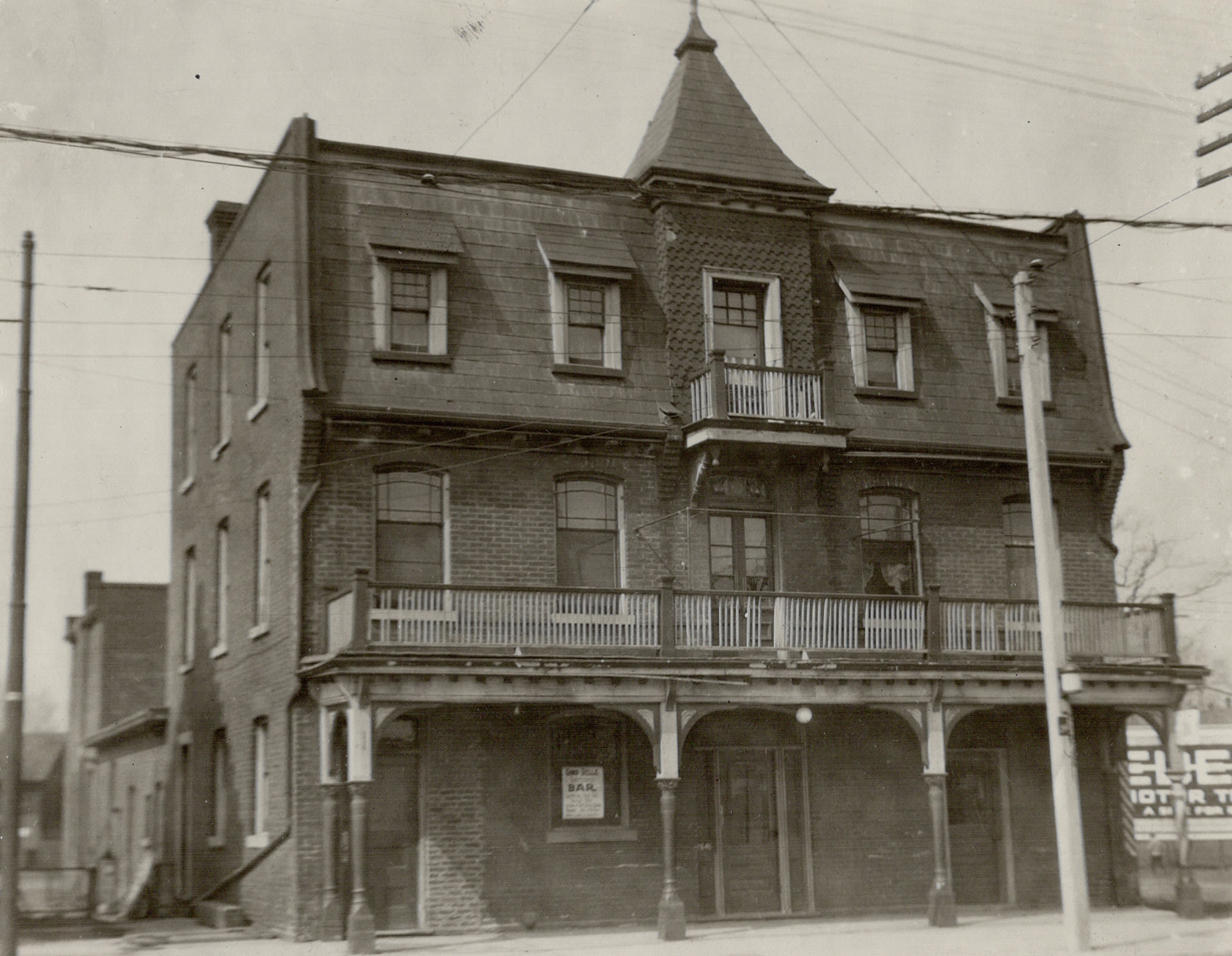 Peacock Hotel on Dundas West at Royce (Dupont) before demolition in 1924. Image: Toronto Star / Toronto Public Library, Baldwin Collection, Item TSPA 0113451f.