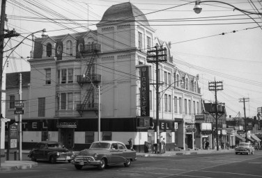 Southeast corner of Parliament and Winchester, 1954. Image: James Victor Salmon / Toronto Public Library, Baldwin Collection, Item S 1-1846.