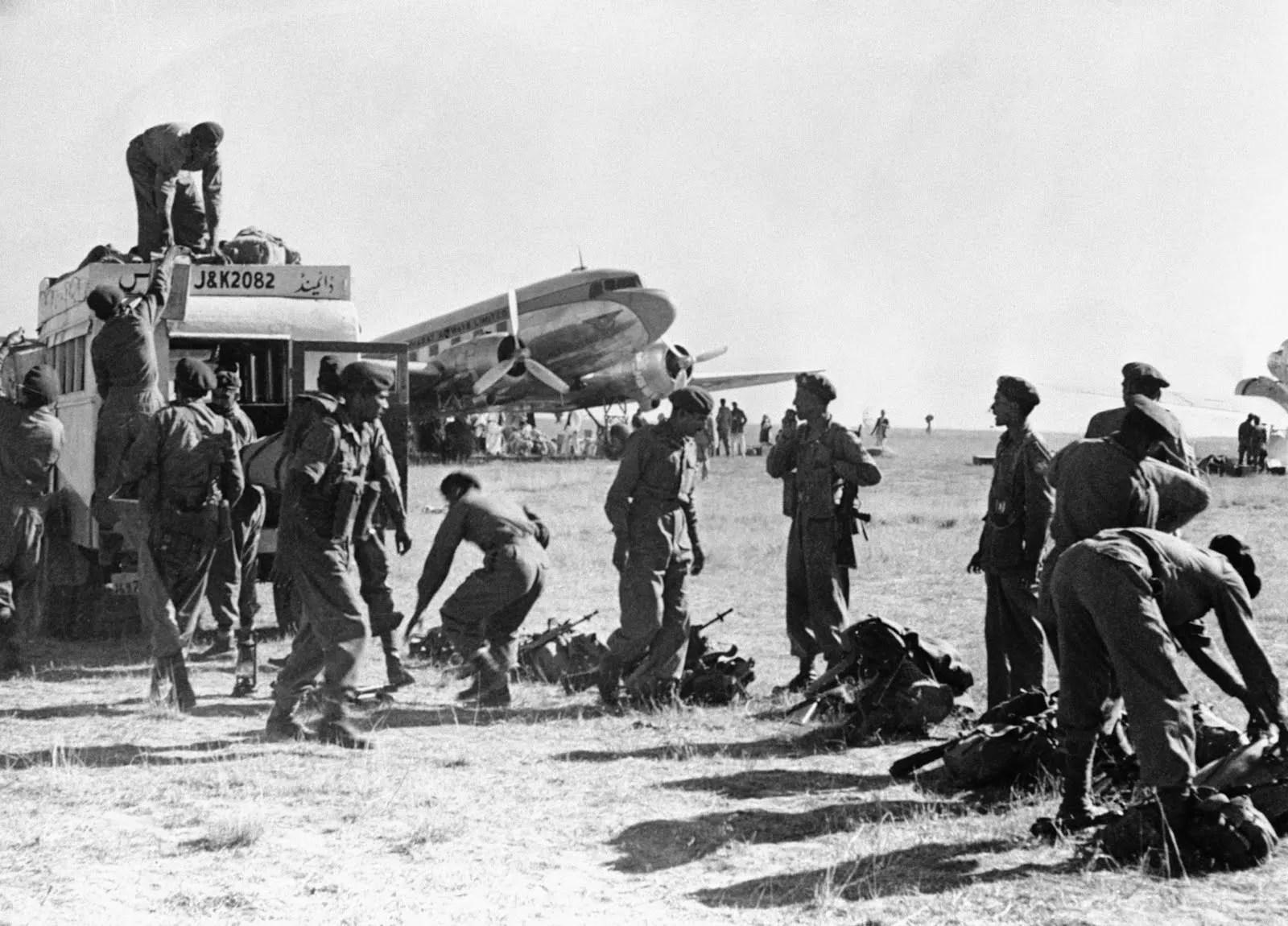 Indian Troops In Srinagar Kashmir Airport Oct 27