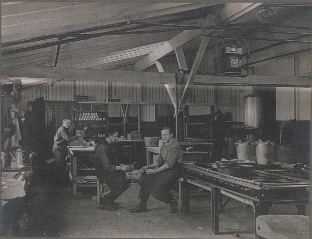 Stratford Camp kitchen. Image copyright of the Imperial War Museum & Newham Archives.