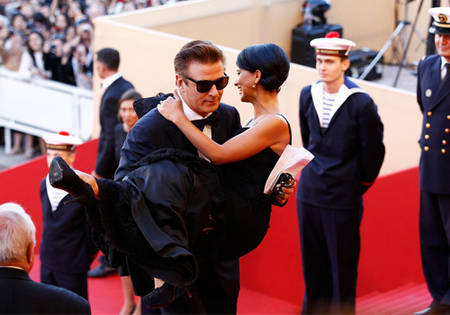 alec_baldwin_carrying_hilaria_thomas_up_stairs_cannes_red_carpet_2012_17r8lgq-17r8lj7