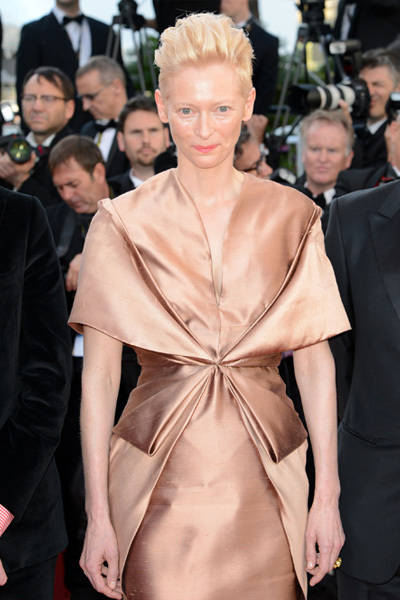 tilda_swinton_cannes_red_carpet_2012_17r8lgq-17r8lj7