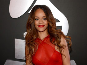 Rihanna @ Grammys 2013  Red Carpet