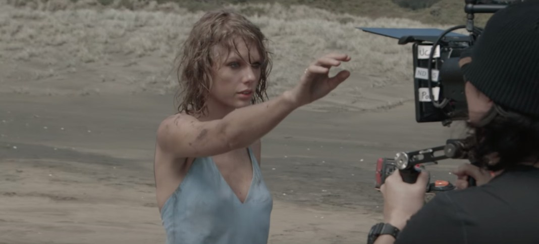 Taylor Swift - Out Of The Woods (backstage video clip) - Hit Channel