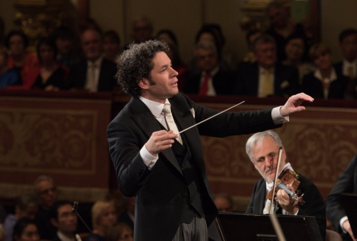 Gustavo Dudamel - New Year's Concert 2017 - Vienna Philharmonic Orchestra - Hit Channel