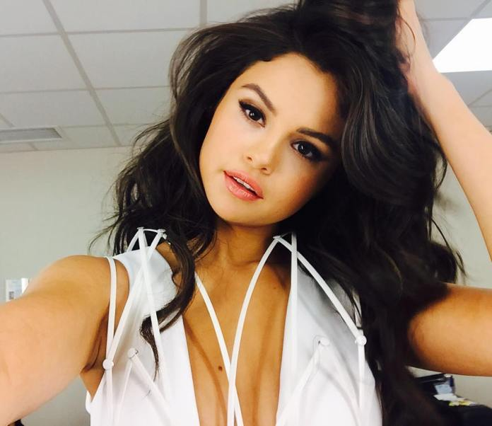 Selena Gomez: Photoshop fail σε selfie της στο Instagram