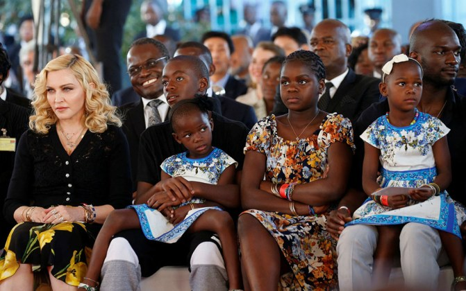 Madonna - Malawi - Hospital opening - Hit Channel