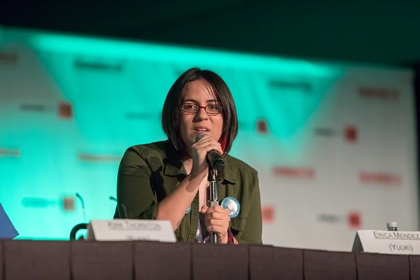 LOS ANGELES, CA - 02 JUILLET: acteur américain de Sword Art Online Erica Mendez (Yuuki) à l'Anime Expo 2016 au Los Angeles Convention Center le 02 juillet 2016 à Los Angeles, Californie. (Photo par Michael Boardman / Getty Images)