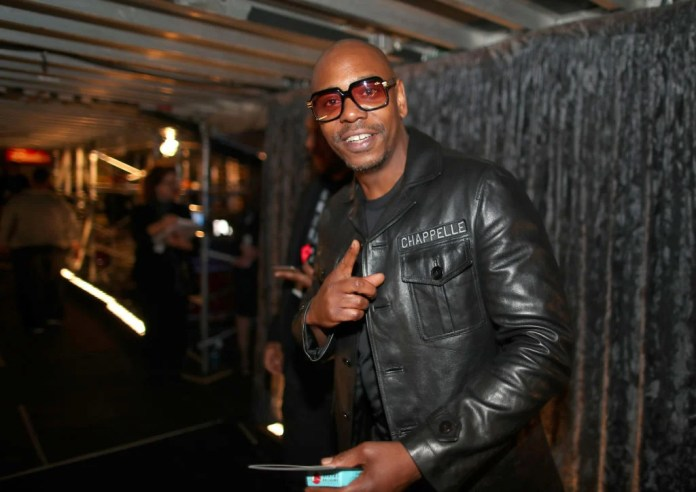 NEW YORK, NY - 28 JANVIER: Le comédien Dave Chappelle assiste à la 60e cérémonie annuelle des GRAMMY Awards au Madison Square Garden le 28 janvier 2018 à New York. (Photo par Christopher Polk / Getty Images pour NARAS)