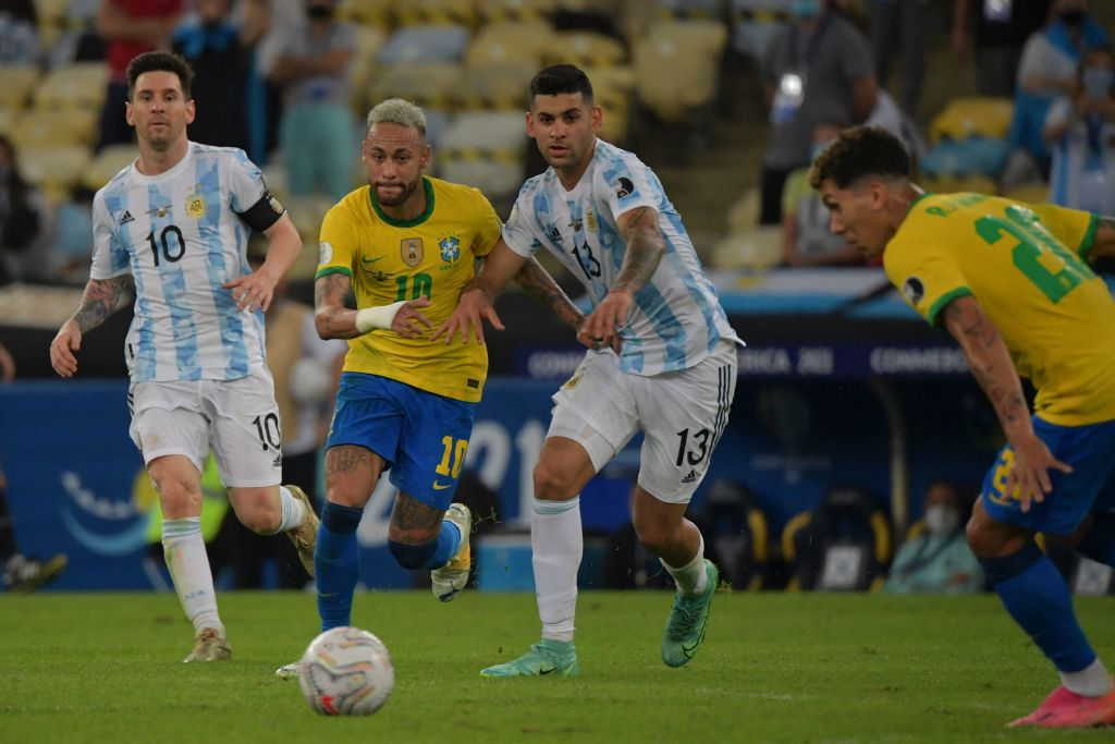 Brazil's Neymar (2-L) and Argentina's Cristian Romero vie for the ball as Argentina's Lionel Messi (L) and Brazil's Roberto Firmino look on during the Conmebol 2021 Copa America football tournament final match at Maracana Stadium in Rio de Janeiro, Brazil, on July 10, 2021. (Photo by NELSON ALMEIDA / AFP) (Photo by NELSON ALMEIDA/AFP via Getty Images)