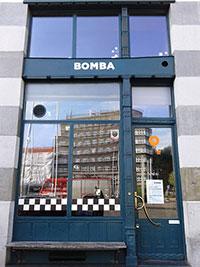 Façade du bar Bomba à Cracovie en Pologne