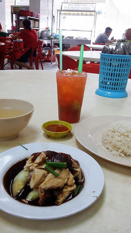 Assiette de poulet et riz à George Town sur l'île de Penang en Malaisie