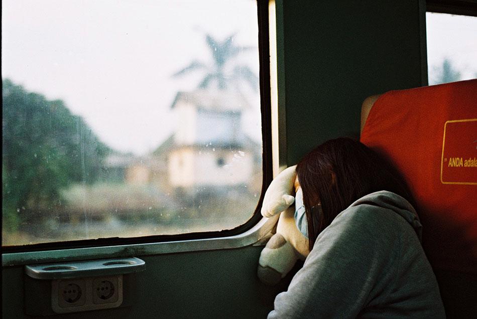 Pour faire passer le temps pendant un long voyage, la meilleure solution est de dormir.