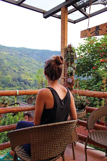 Vue sur la montagne du haut du village de Nuodeng dans le Yunnan (Chine)