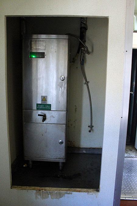 Distributeur d'eau chaude dans un train en Chine