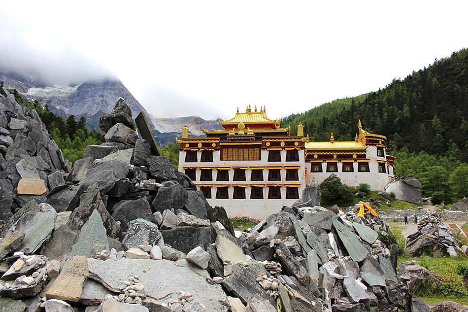 Monastère de Chong Gu à Yading dans le Sichuan en Chine