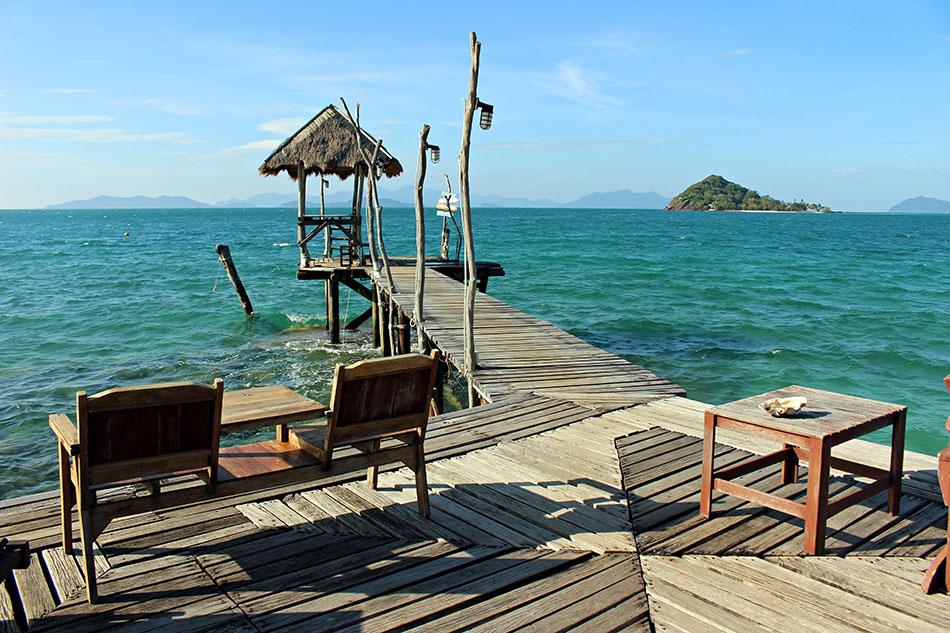 Le Blue Pearl Bar dans le Cococape resort à Koh Mak en Thaïlande