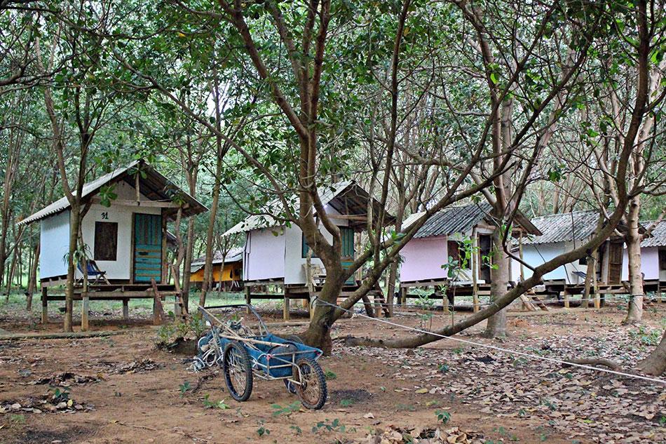 Island Hut propose des bungalows bon marché proche de la plage à Koh Mak en Thaïlande