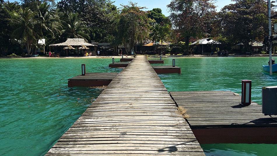 Ponton sur l'île de Koh Mak en Thaïlande
