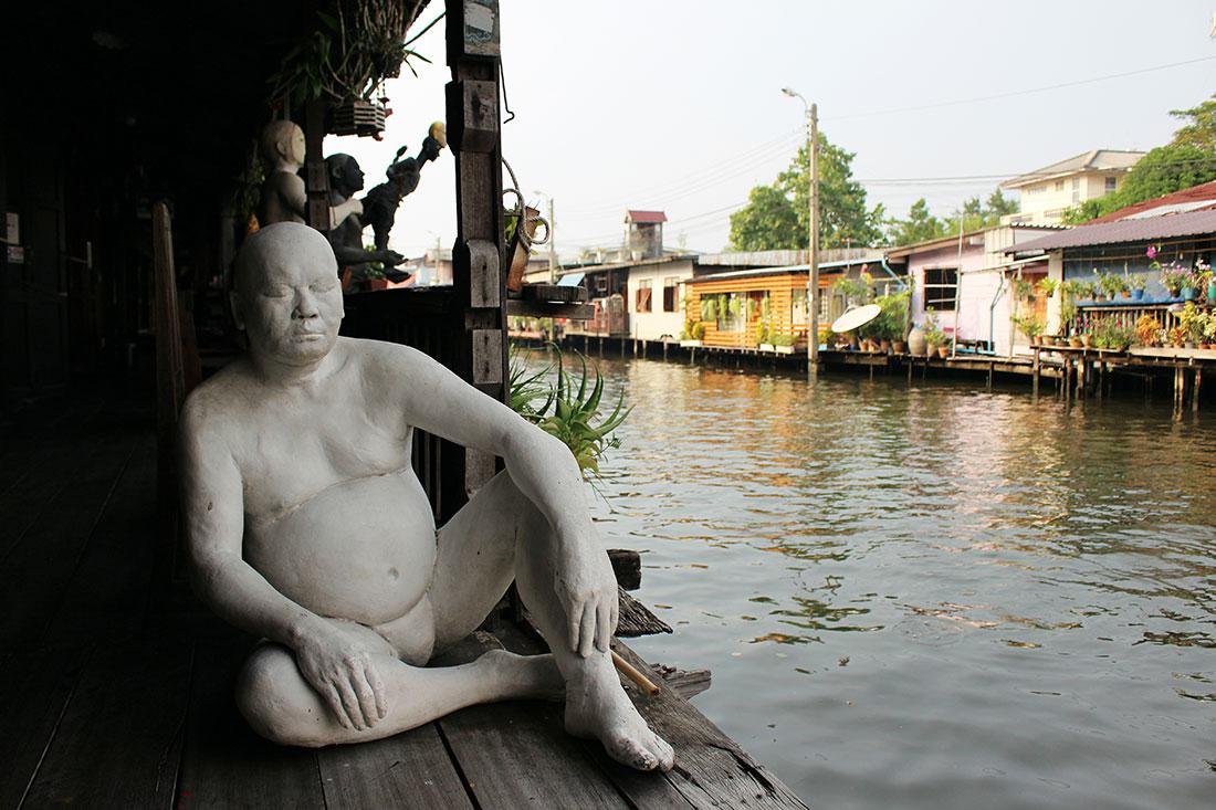 Que faire d'insolite à Bangkok? Allez faire un tour à la maison d'artistes de Baan Silapin entre autres.