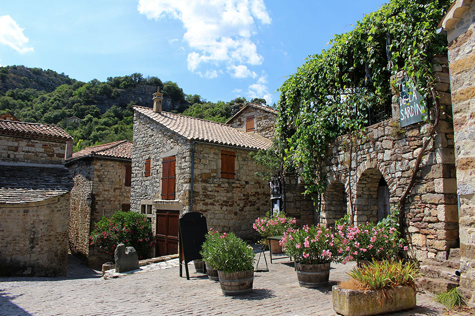 Naves est l'un des plus beaux villages d'Ardèche du Sud.