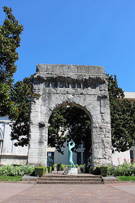 L'arc de Campanus est un vestige romain situé à Aix-les-Bains dans le département de la Savoie en France.