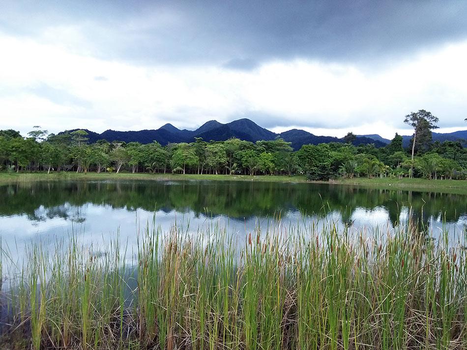 Vue sur les montagnes de l'île de Koh Chang en Thaïlande.