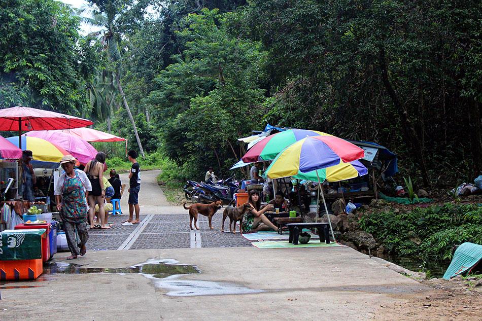 Stand de street food au sud de l'île de Koh Chang en Thaïlande