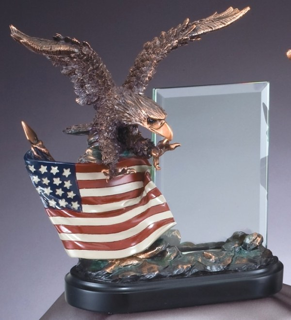 RFB805 Eagle Sculpture With Flag