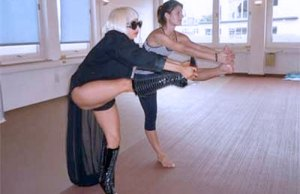 Lady-Gaga-Yoga