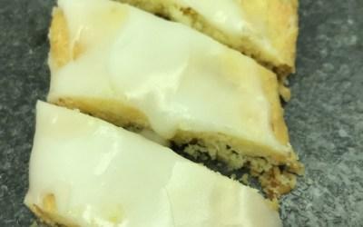 Fedtebrød (eller småkager med kokos og romglasur)
