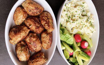 Frikadeller og kold kartoffelsalat