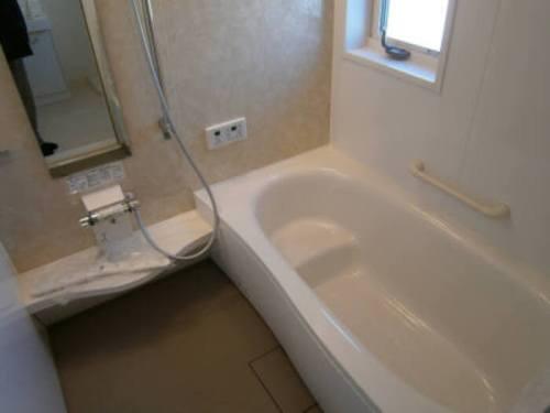 広々とした浴槽がポイントのお風呂☆(風呂)