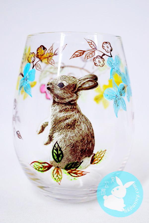 手繪花紋的兔子杯