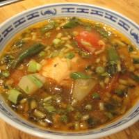 Fischsuppe mit frischen Kräutern / Canh chua cá