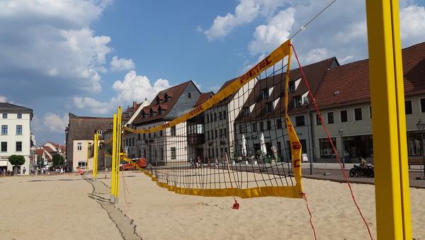 Auf über 400 Tonnen Sand wird gespielt.