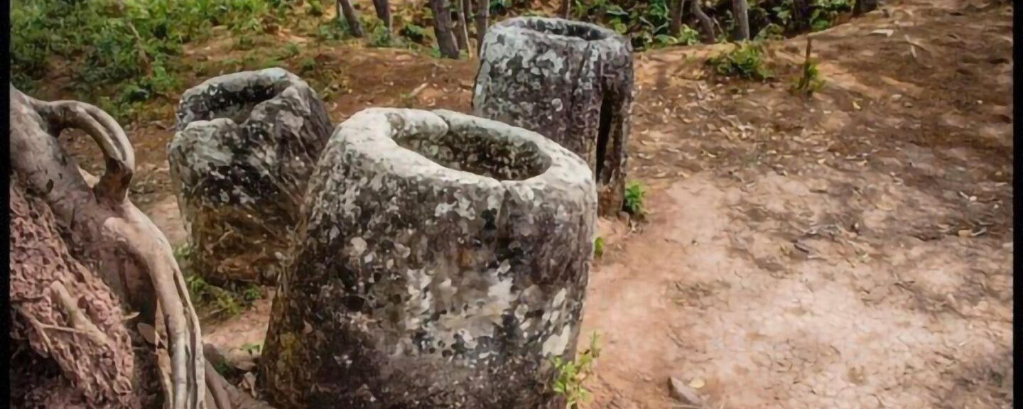 Hmong Folklore – Ngao Njua And Shee Na (The Story of The Plain of Jars)