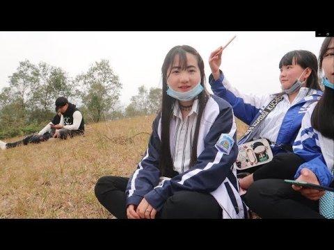 Đi Chơi Tết Mùng 8 Gặp Ngay Các Em Hmong Xinh Đẹp Điệu Đà Trên Đồi Cỏ/chứ hà giang