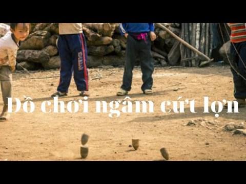 Cù xoay ngâm cứt lợn của trẻ con người Hmong /Special toys of the Hmong people