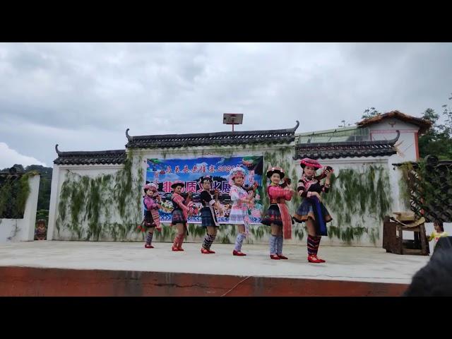 Khaub ncaws hmoob - zam zuag - Hmong Clothing