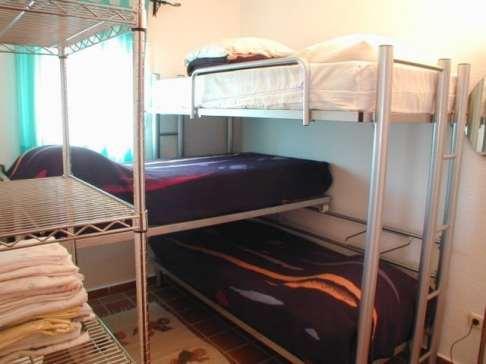 Dormitorio con 3 literas